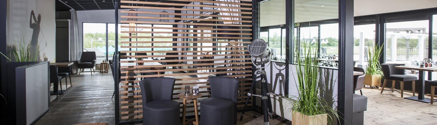 Restaurant juliana 39 s heerlijk uit eten in julianadorp groot terras met uitzicht op meer bel - Overdekt terras voor restaurant ...