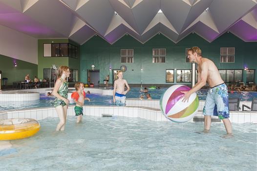 Zwembad Ooghduyne In Julianadorp Subtropisch Zwemplezier Voor Iedereen